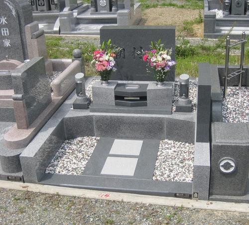 シンプルさを追求したオリジナルデザインのお墓 [神戸市立鵯越墓園]