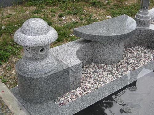 デザイン墓前燈籠とベンチ.jpgのサムネール画像