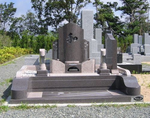 妻の実家のお墓を継いだ二世帯両家のオリジナルデザイン墓石 [神戸市立鵯越墓園]