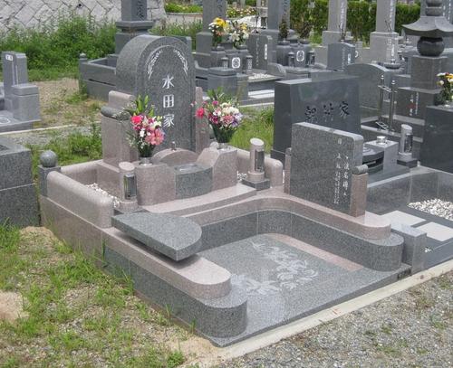 暖色系ツートーンのデザイン墓石3.JPGのサムネール画像