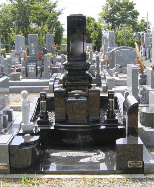 「お地蔵様」を配した和型のオリジナルデザイン墓石 [神戸市立鵯越墓園]