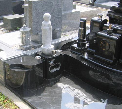 黒御影石・和型デザイン墓石2.jpgのサムネール画像