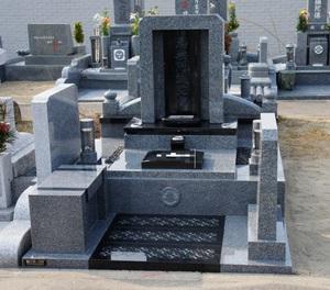 今一度「お墓のデザイン」を考える!(1)美しいだけでは「デザイン」と言えない! (神戸・兵庫のデザイン墓石編)