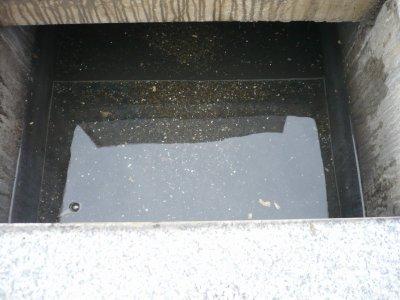 納骨室に絶対雨水が入らないお墓「信頼棺®」ってどんな墓石?(1)お墓の中に水や虫が入ることをご存知ですか?