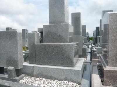 お墓・墓石選びの重要なポイントの一つに、「水を吸いにくい石を選ぶ!」が挙げられますが…