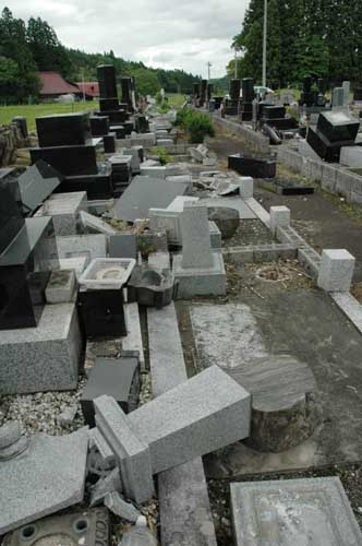 地震で隣のお墓が倒れ、自分のお墓が傷ついた①誰が責任をとってくれるの?