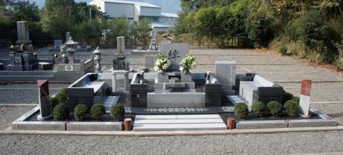 「庵治石極上細目(こまめ)」を使用した豪華オリジナルデザイン墓石 [兵庫県たつの市]