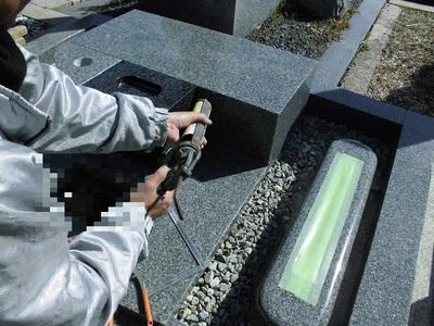 17.墓石据付工事.jpg