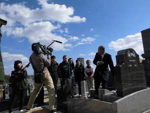 3.NHK-TV収録(墓地).JPGのサムネイル画像