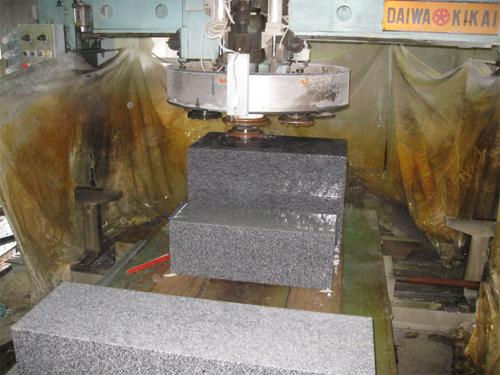 8.国産墓石と中国産墓石の研磨と加工精度