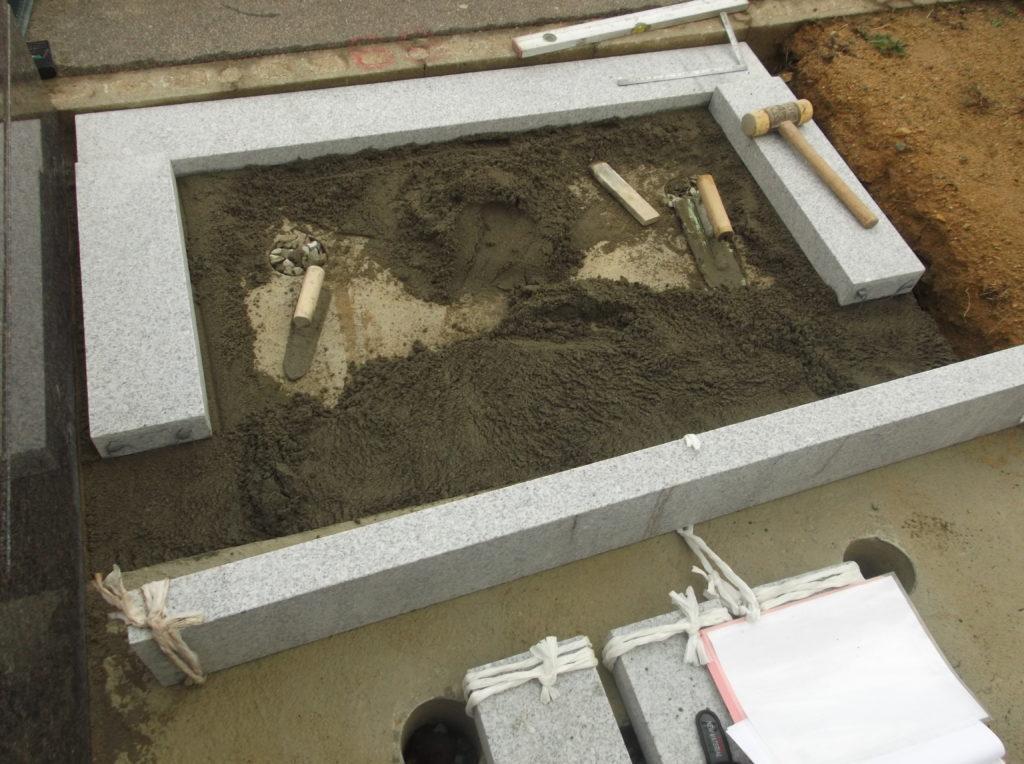 石張りをするための下地基礎石