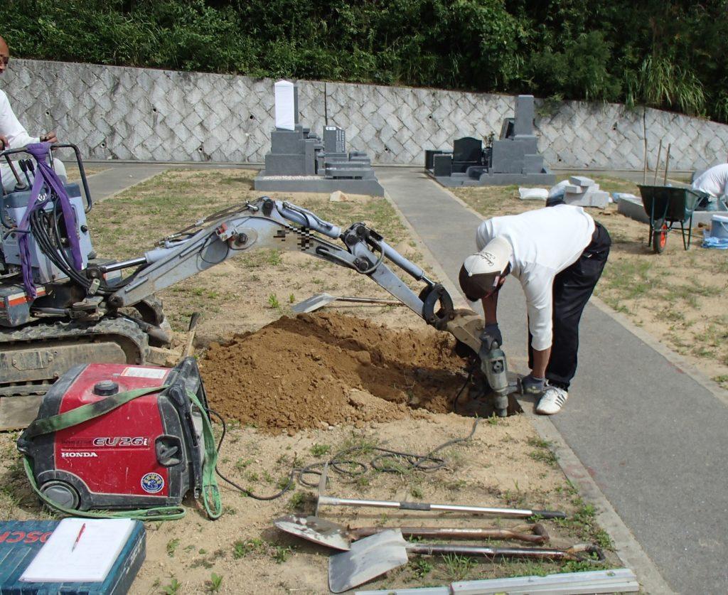 神戸市立鵯越墓園にて墓地掘り方工事
